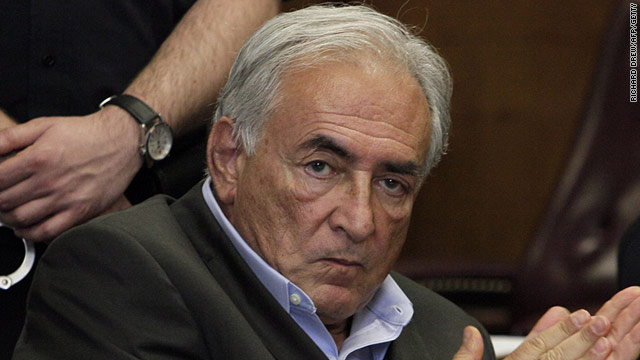"Strauss-Kahn confiesa a su círculo íntimo su ""profunda tristeza"""