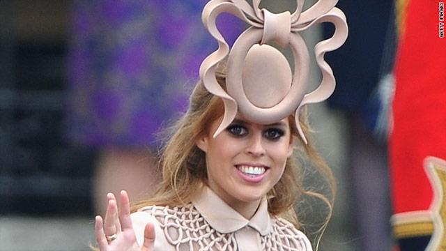 """El sombrero """"ridículo"""" de la princesa Beatriz se subasta en más de 130.000 dólares"""