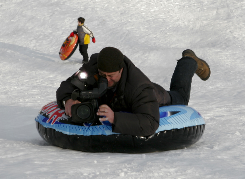 pictures of kids sledding