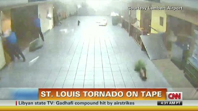 air traffic resumes at tornado-hit st  louis airport