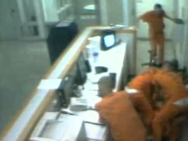 Inmates come to guard's aid in jail attack