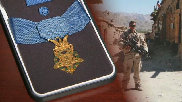 [Image: starr.medal.honor.process.cnn.640x360.jpg]