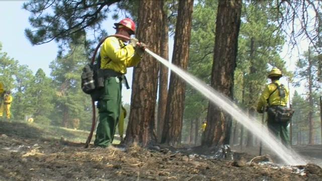 Los bomberos siguen luchando con los incendios en Arizona