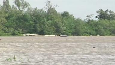 Missouri tries to block plan to breach Mississippi River