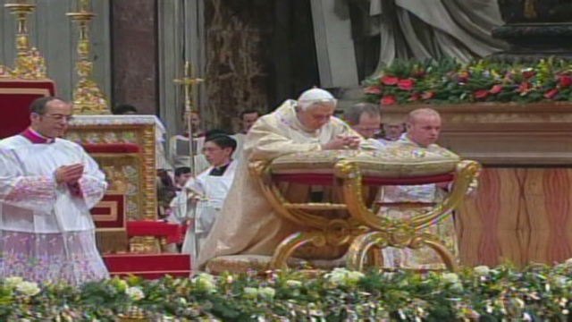 Woman knocks down pope at Mass; Christmas celebrations begin - CNN.com