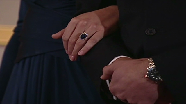 Prince William gives Diana's ring to fiancee Kate ...