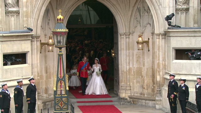 Newlyweds Leave Westminster Abbey William Catherine Exchange Vows