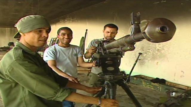 Los rebeldes libios, bien entrenados pero mal armados