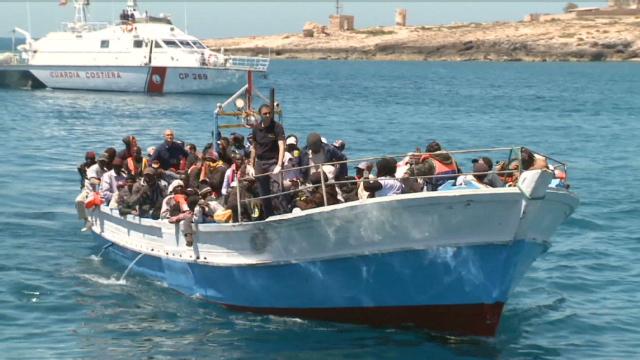 Cientos de desaparecidos al naufragar un barco con refugiados libios