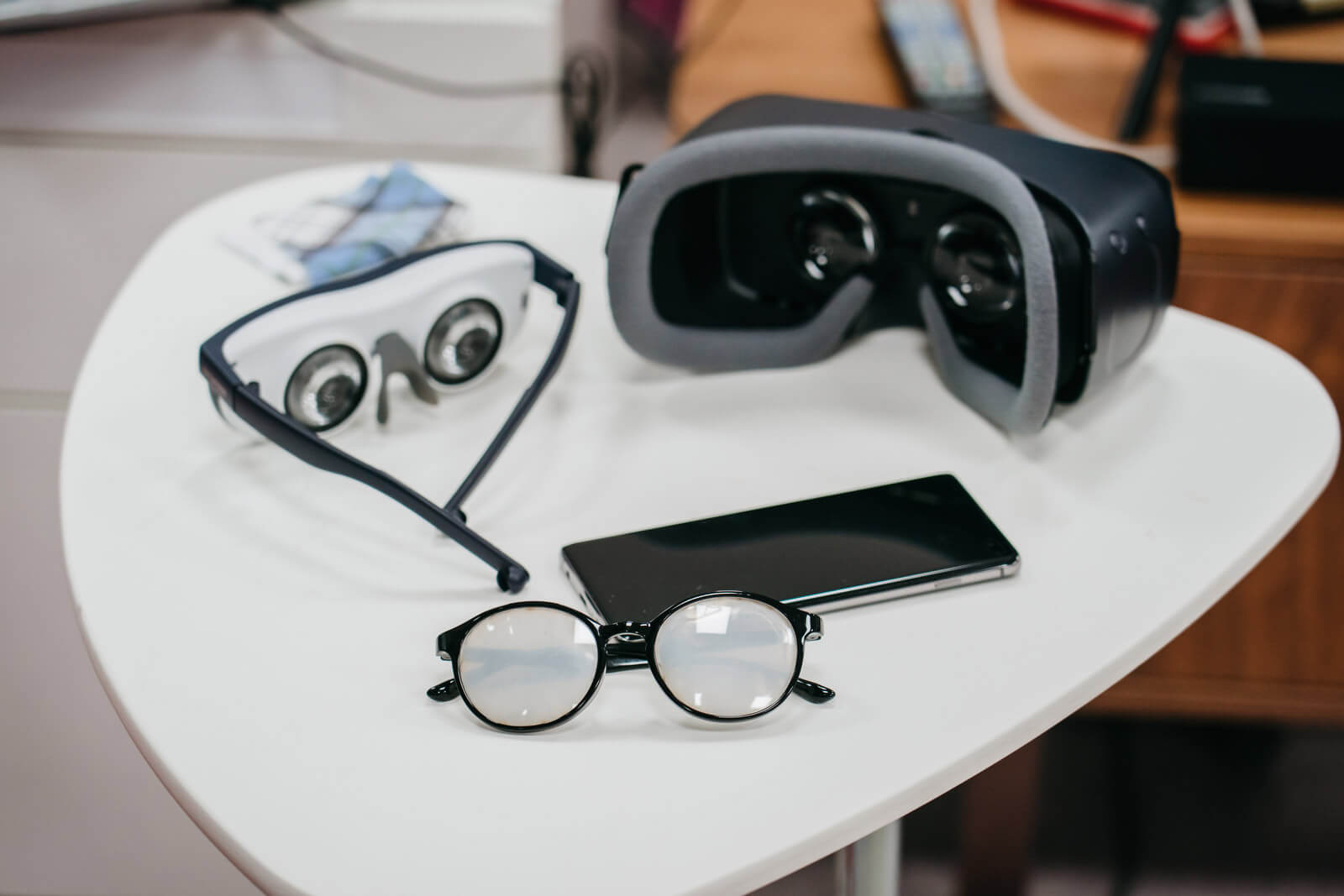 Relúmĭno is a vision-enhancing aid using a VR device and a smartphone app. The idea originated from Samsung's C-Lab.