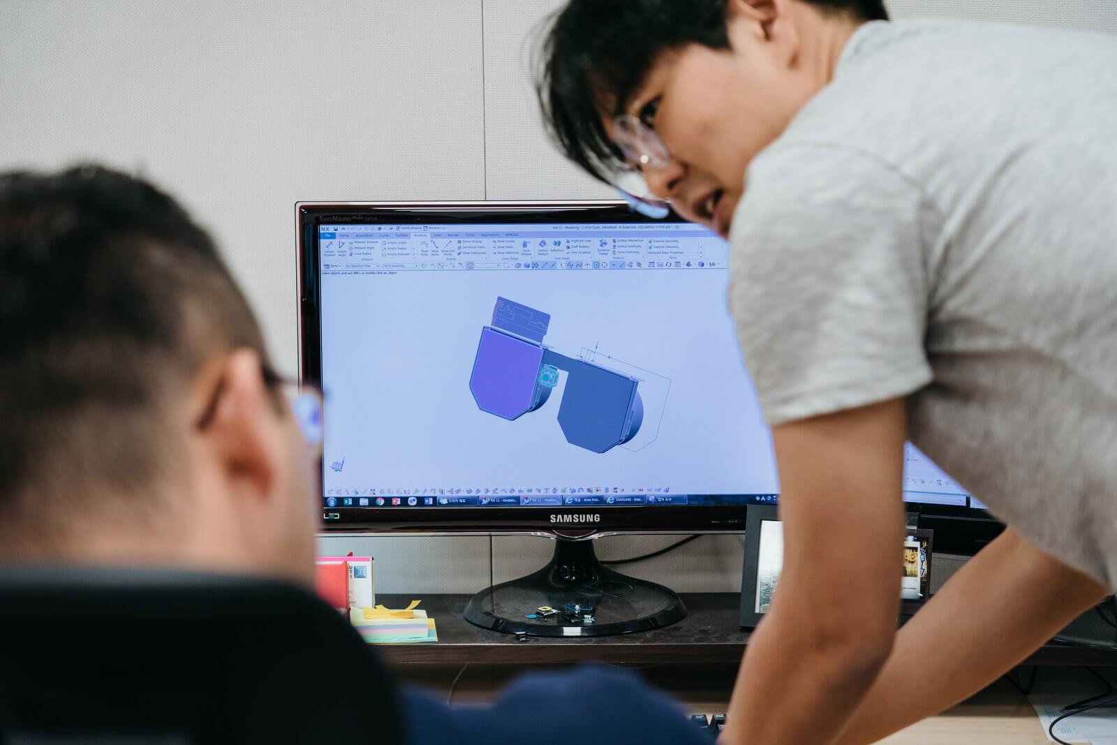 Engineers of Samsung C-Lab's spin-off company Relúmĭno exchange ideas.